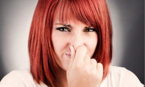 Κορονοϊός: Τι σημαίνει αν σας μυρίζει ψάρι, θείο, ή καμένο. Νέο σύμπτωμα λένε οι ειδικοί